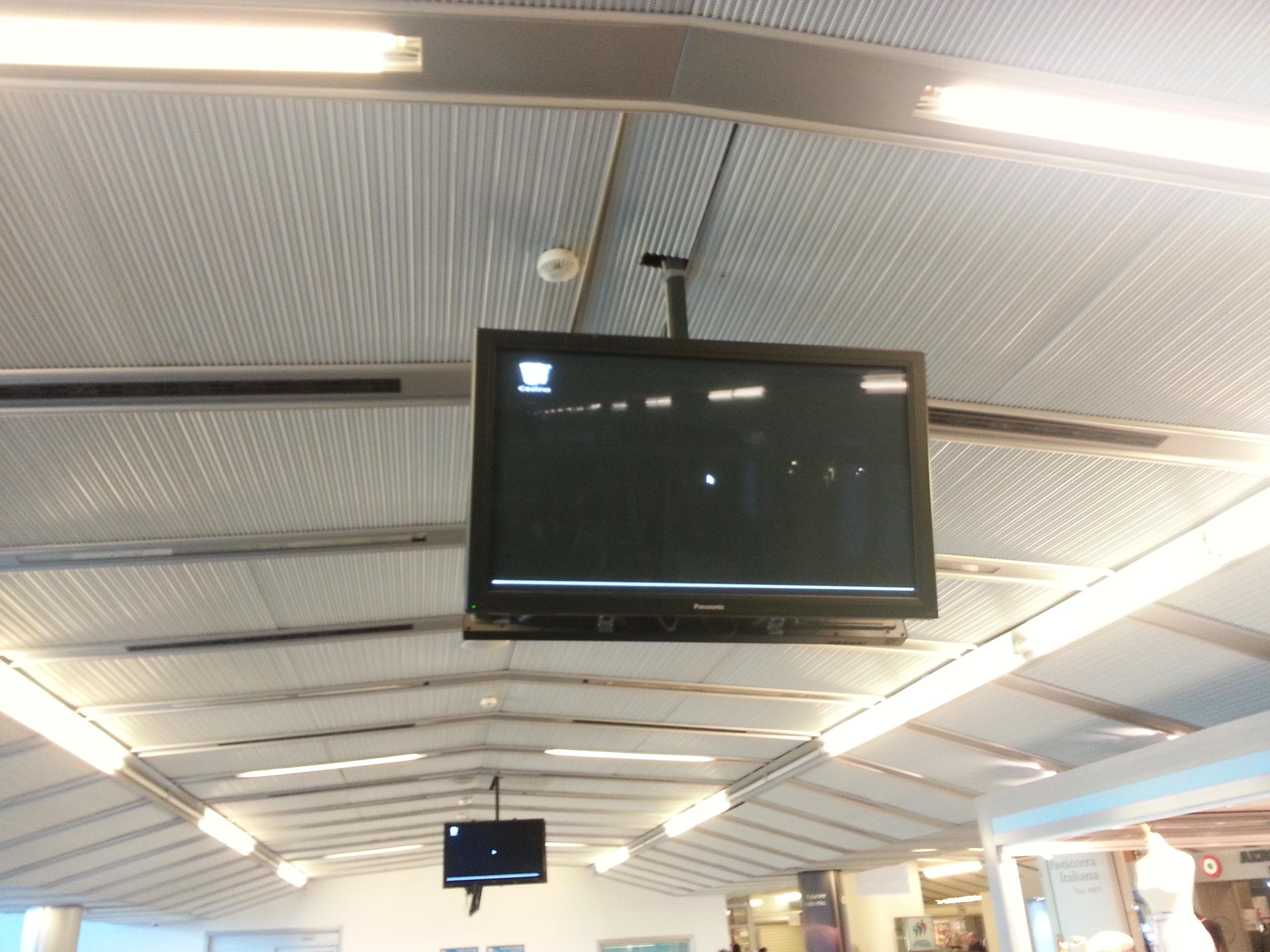 Windows (?) desktop in Verona airport. February 2015.